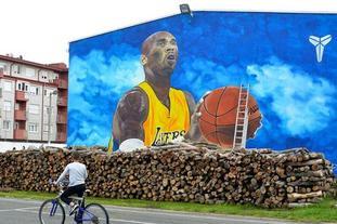 科蜜绘欧洲最大壁画致敬科比