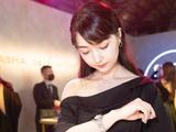 高清-美女棋手黑嘉嘉出席活动 化身黑夜女神