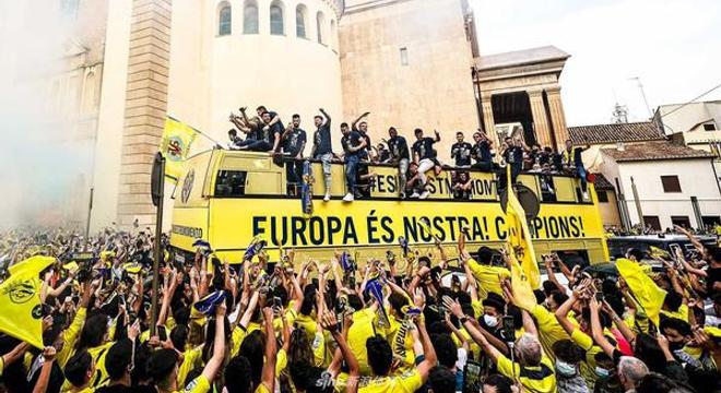 比利亚雷亚尔巡游庆祝夺得欧联杯