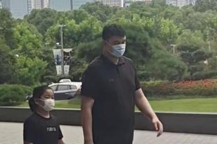 網友偶遇姚明帶女兒逛街