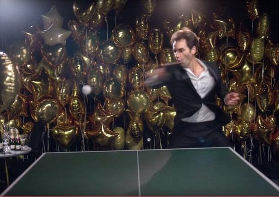 费德勒打乒乓球