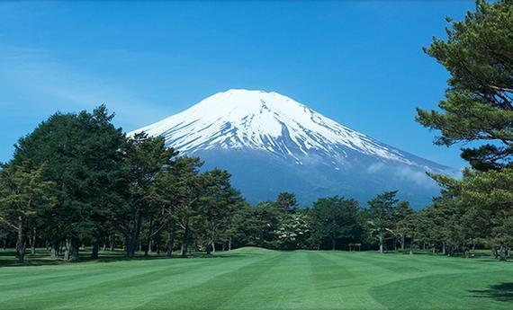 日本富士山脚下的高尔夫球场