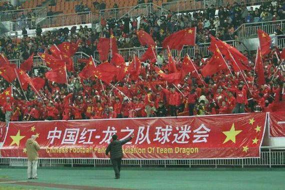 谁是中国足球最可爱的人,当然是中国球迷.