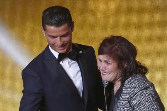 英媒称C罗的母亲支援他回归曼联