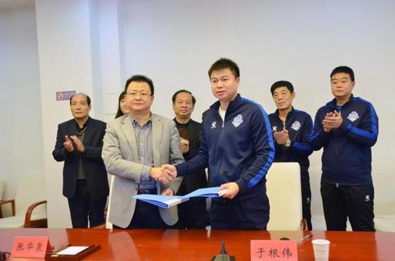 于根伟足球俱乐部携手天津市教委 负责天津校园足球图片