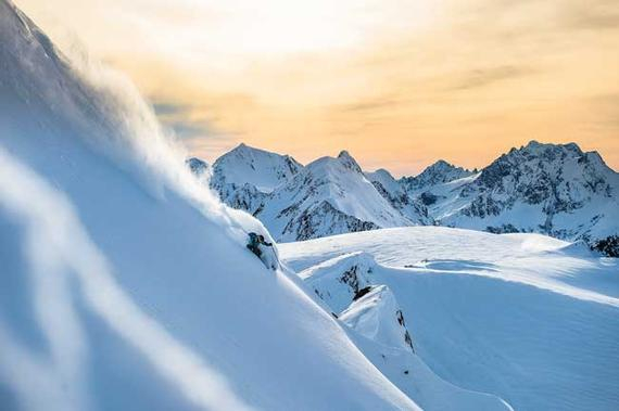 滑雪场景色