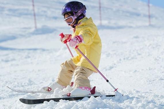 儿童滑雪完全攻略 几岁可以滑如何避免危险 冰雪