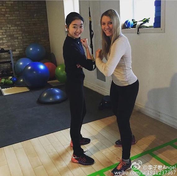 李子君在健身房上演肌肉秀,网友吐槽:瘦成一道闪电。