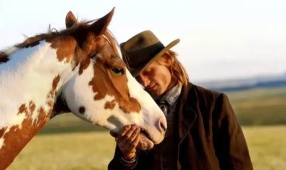 主人与马舌吻视频_来自爱马之人心底的炙热呼唤