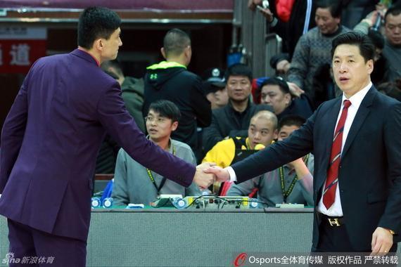 李春江和杜锋握手致意