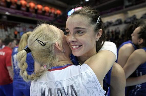 俄罗斯队的谢尔班与马洛娃庆祝胜利