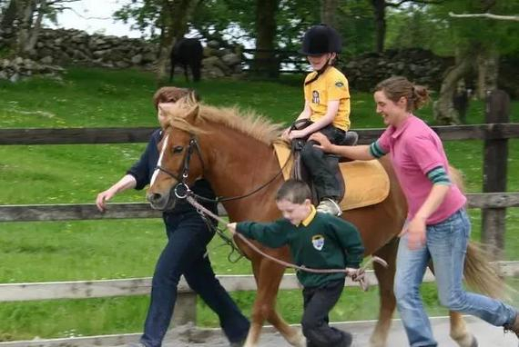 骑马助孩子减肥