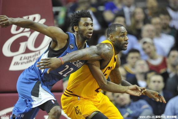 勒布朗-詹姆斯得了25分9次助攻,特里斯坦-汤普森19分12个篮板,凯里