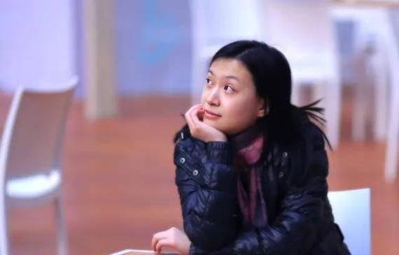 唐奕,职业二段,曾经的女子围棋国手,现任万同科技首席围棋官