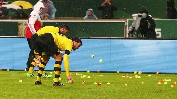 胡梅尔斯捡球