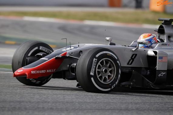 F1新军哈斯新车VF16前翼折断