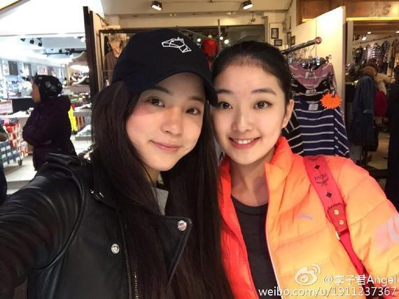 李子君(右)和欧阳娜娜