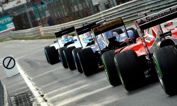 "F1排位赛""90秒逃亡""新规则因软件无法就绪而被延后实施"