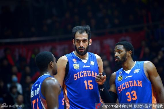 周琦低迷仅5分新疆93-96四川 总比分已0-2落后
