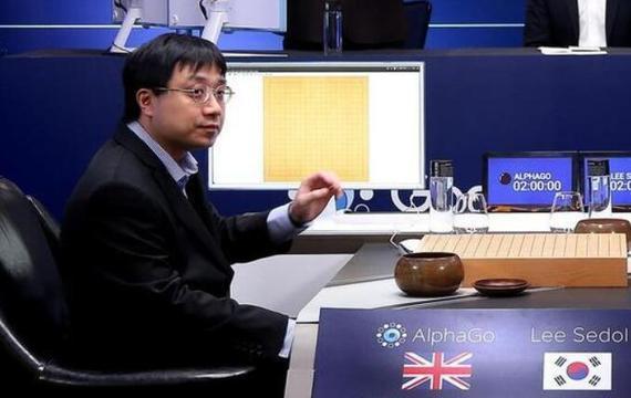 代替AlphaGo落子的黄士杰