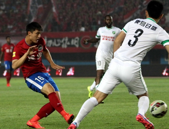 杨阔(左)
