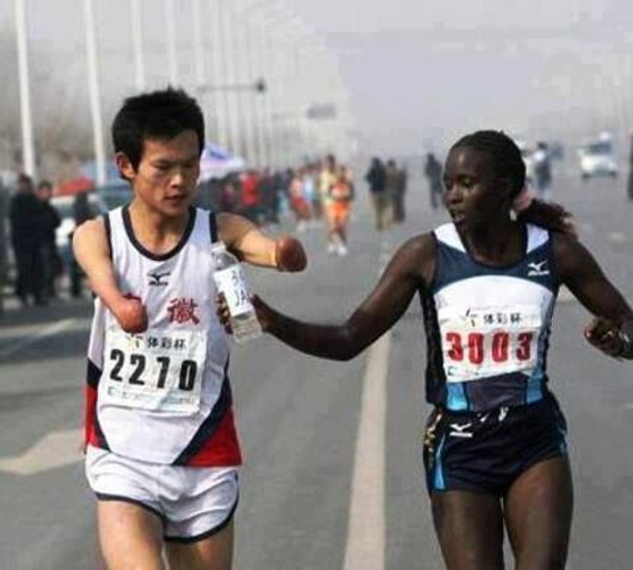 老照片:最美肯尼亚女跑者。