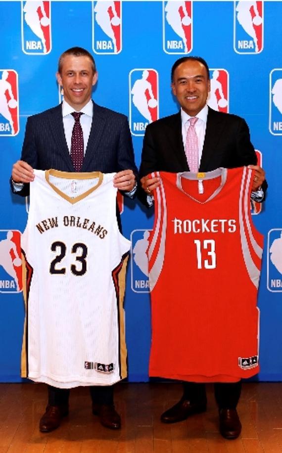 NBA副总裁及首席经营官谭惠民(左)