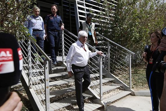 伯尼带领F1各方代表走出会议室