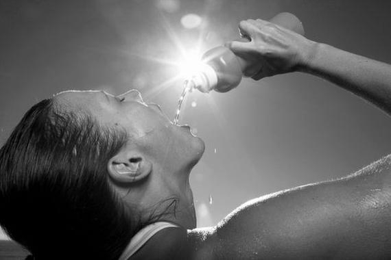 跑步出汗只喝水怎么行!科学补液能够减缓机体疲劳。