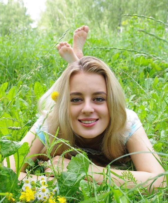 俄罗斯美女帅哥助阵油菜花马拉松赛道为你喊加油图片