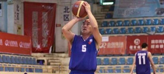 四川队老板参加篮球比赛 曾单场命中18个三分