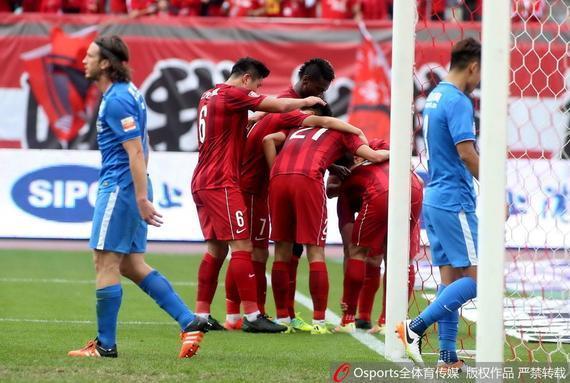 上港庆祝进球