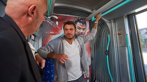 瓦林卡乘坐电车
