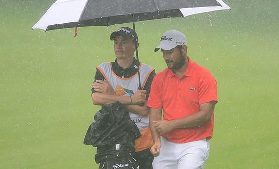 列维在雨中打击冠军