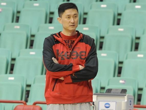杜锋在球队锻炼完毕后承受了采访