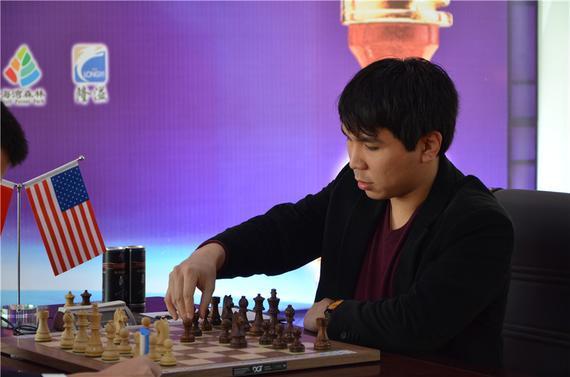美国棋手苏伟利在比赛中
