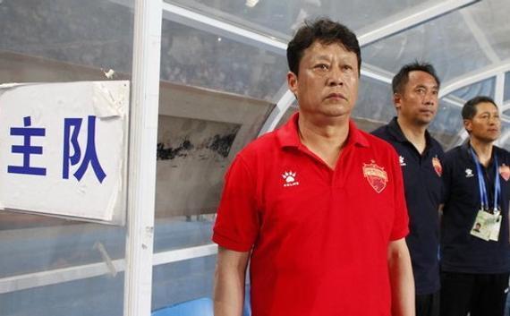 唐尧东在教练席