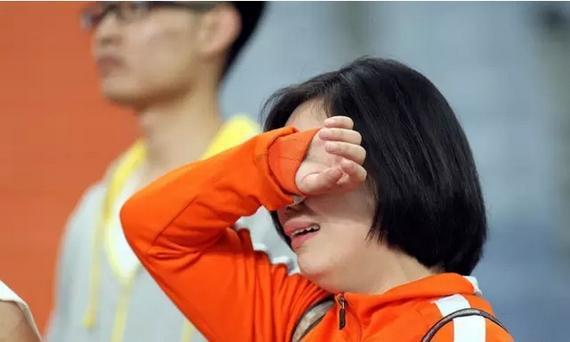 抽泣的鲁能球迷