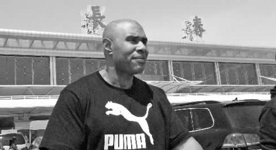 美国籍体能教练亨利-布里克斯抵达长春