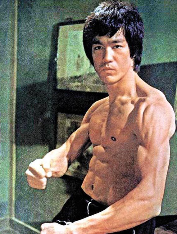 昆仑决健身:向格斗大家李小龙学习强身之道