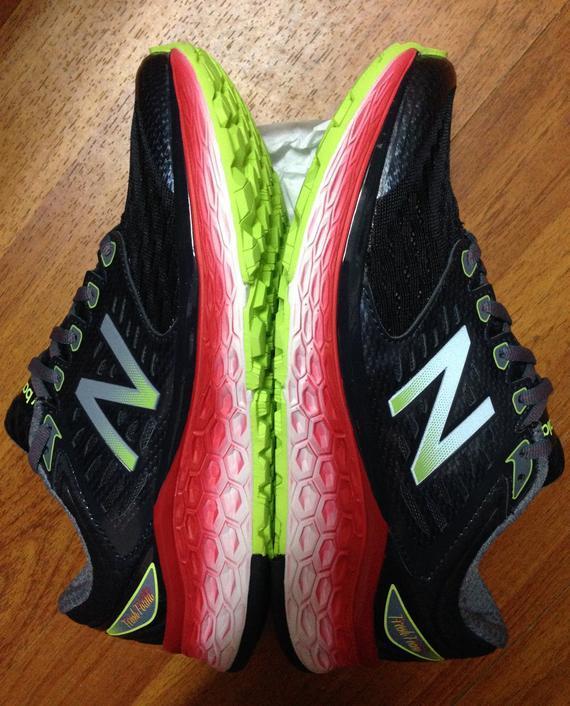 New Balance首次推出、具备旗舰级缓震性能跑鞋1080。
