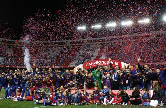 巴萨捧得西班牙国王杯