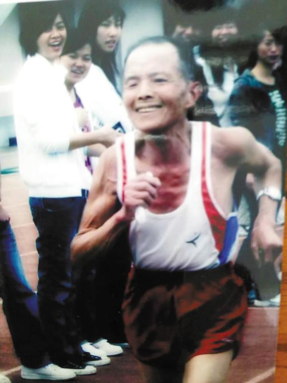 80岁时,老人参加台州师专校运会