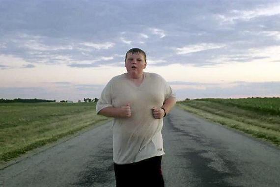 胖子想减肥先别跑步 马路夜跑对膝关节伤害大
