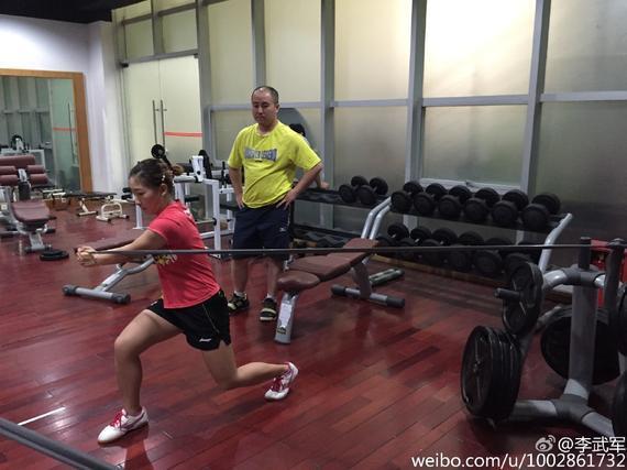 刘诗雯仔细锻炼