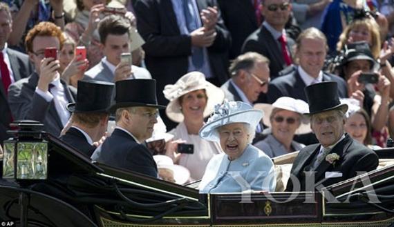 英国女王与菲利普亲王