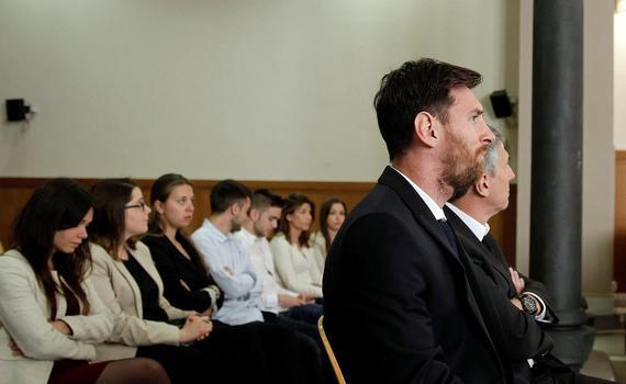 梅西在庭审现场