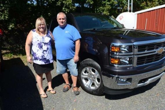 雷克莱纳和未婚夫买了1辆新车