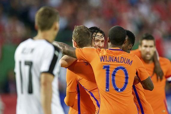 荷兰庆祝进球