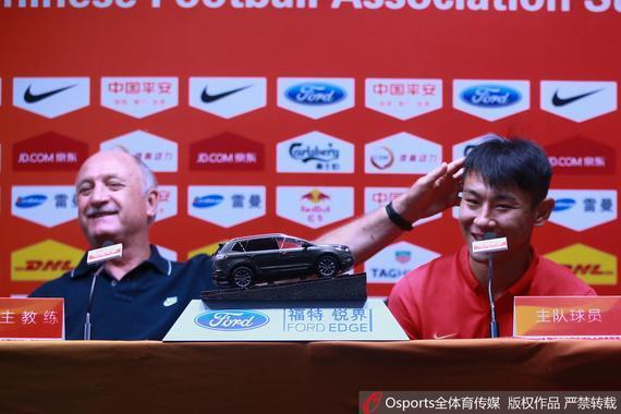 斯科拉里与于汉超出席赛前发布会